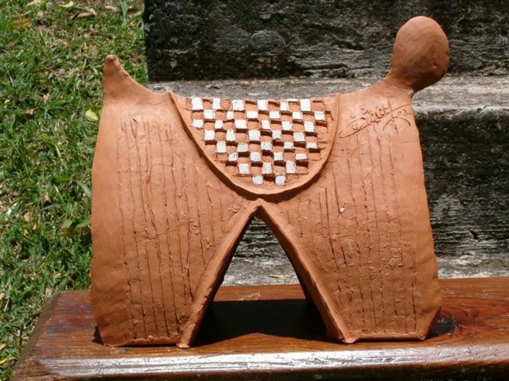 Bonbon Chouval. Céramique de l'artiste martiniquais Victor Anicet.