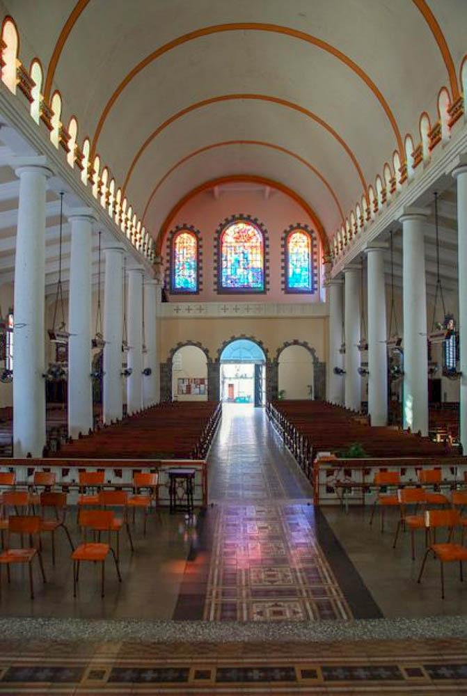 Vitraux à la cathédrale de Saint Pierre (Martinique) réalisation de l'artiste Victor Anicet
