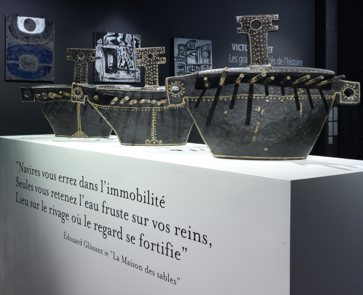 Caravelles. Céramique de Victor Anicet exposée en 2012 aux Foudres HSE. Crédits photographiques ©Jean-Luc de Laguarigue